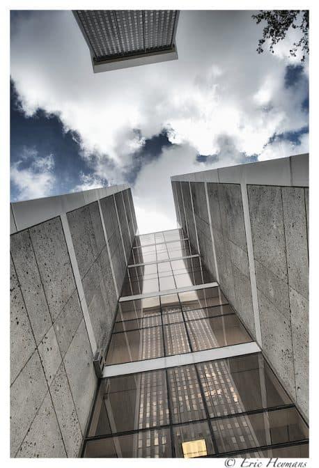 Carl Zeiss 18mm f/3.5 - Entre les grattes-ciel - © Eric Heymans