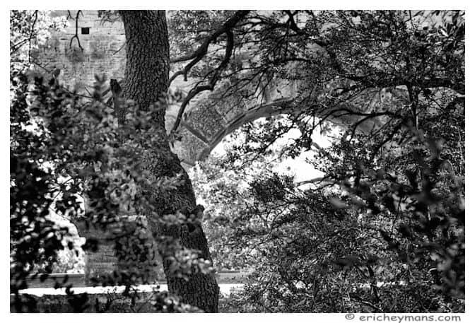 Provence - Pont du Gard - Vue de la foret - 768*523 - © Eric Heymans